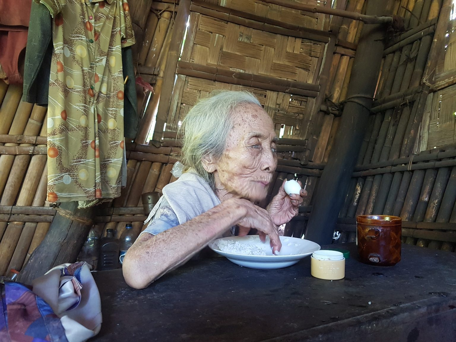 Police Help 98 Year Old Woman & Help Build Her New Home
