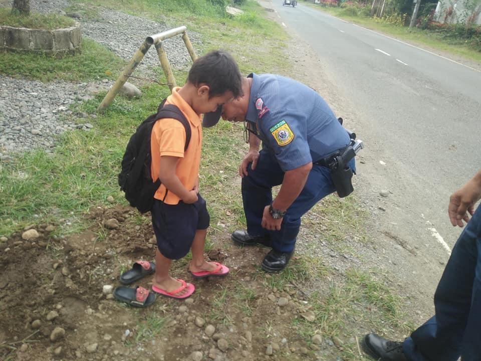 cops buy slippers for kid
